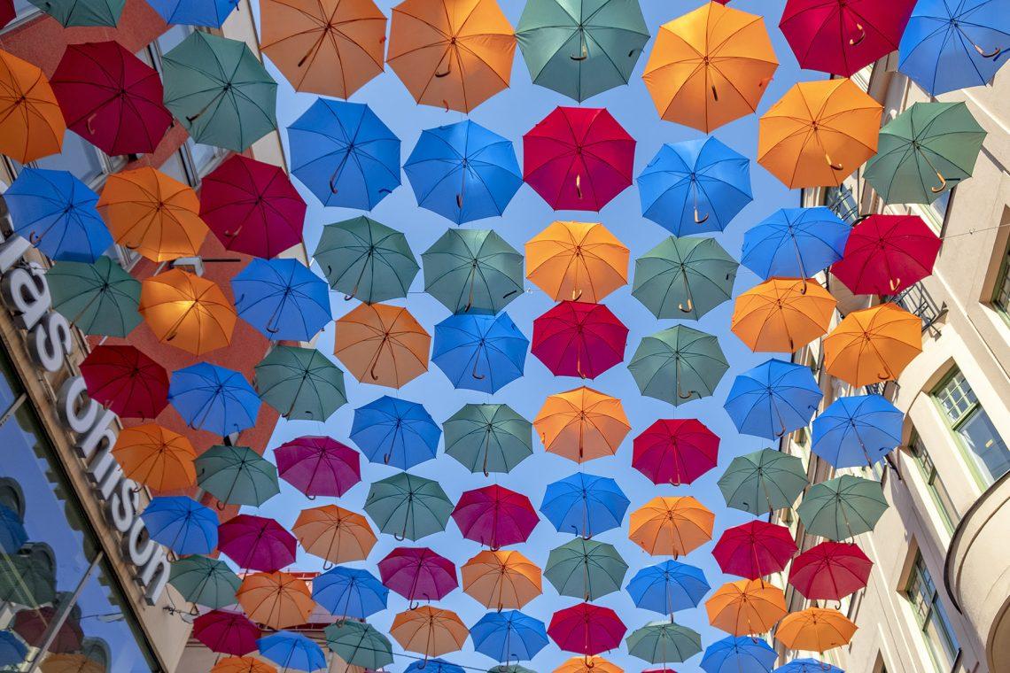Umbrella Sky Projekt paraplyer på Drottninggatan i Stockholm