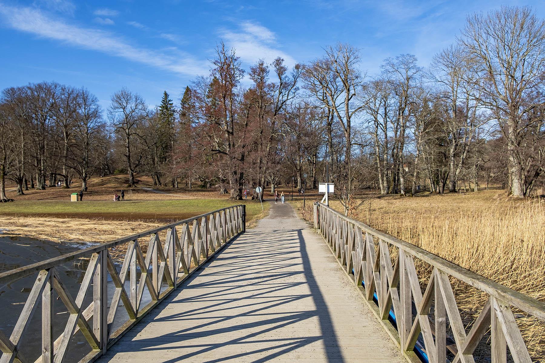 Bro mellan Tyresö slott och Notholmen