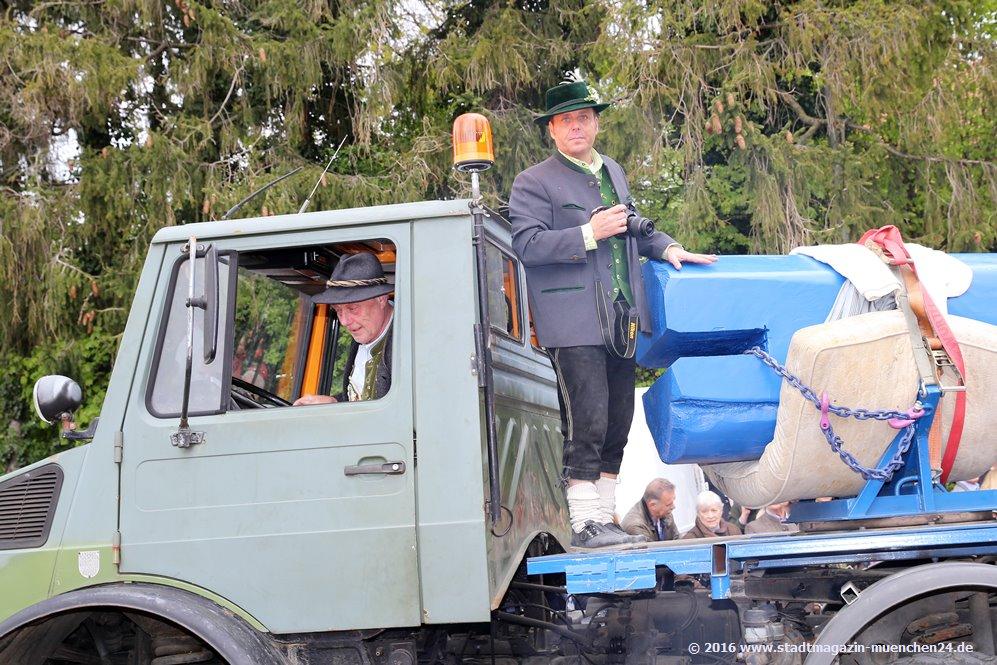 Maibaumaufstellen in Trudering 2016