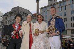 Kinderprinzenpaar Marlon I. und Sophie I., Prinzenpaar, Moritz II, Désireé I (von li. nach re.), Inthronisation der Narrhalla Prinzenpaare am Marienplatz in München 2020