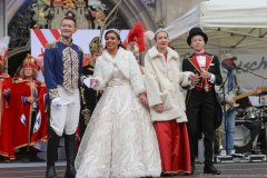 Prinzenpaar Moritz II, Désireé I Kinderprinzenpaar Marlon I. und Sophie I., (von li. nach re.), Inthronisation der Narrhalla Prinzenpaare am Marienplatz in München 2020