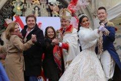 Julia Schönfeld-Knor, Jens Röver, Ulrike Grimm, Günter Malescha, Désireé I., Moritz II. (von li. nach re.), Inthronisation der Narrhalla Prinzenpaare am Marienplatz in München 2020