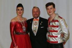 Nina I., Wolfgang Mergard, Lukas I. (von li. nach re.), Inthronisation der Würmesia Prinzenpaare in der Mehrzweckhalle in Neuried  2020