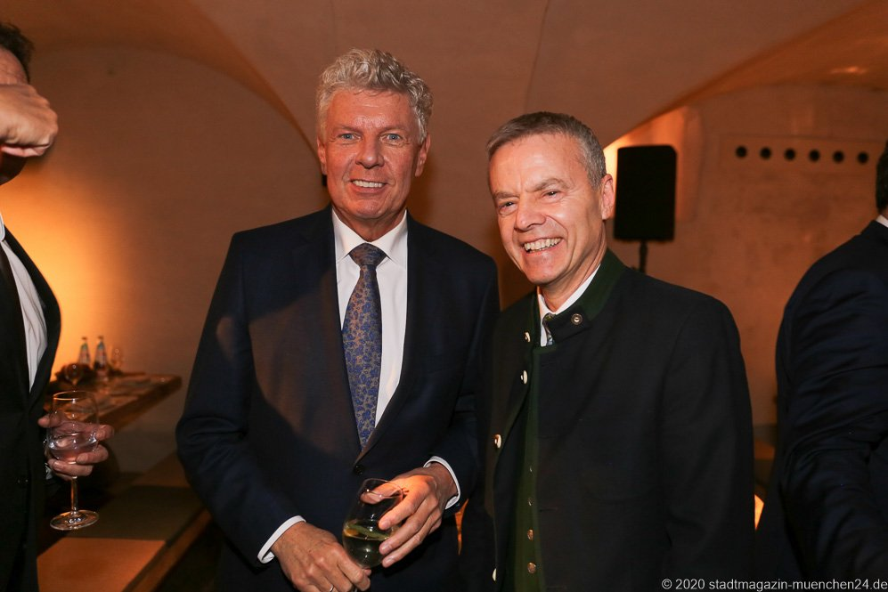 Dieter Reiter und Gregor Lemke (re.), Jahresessen der Innenstadtwirte im Restaurant Palaiskeller im Hotel Bayerischer Hof in München 2020