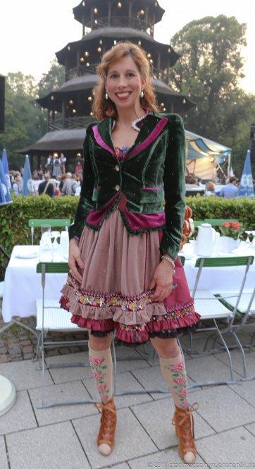 Lola Paltinger, Kocherlball am Chinesischen Turm im Englischen Garten in München 2018