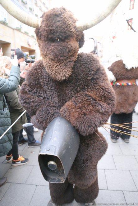 Krampuslauf über den Christkindlmarkt am Marienplatz in München 2019
