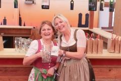 Johanna Barsy und Tina Krätz (re.), Presserundgang Frühlingsfest auf der Theresienwiese in München 2019