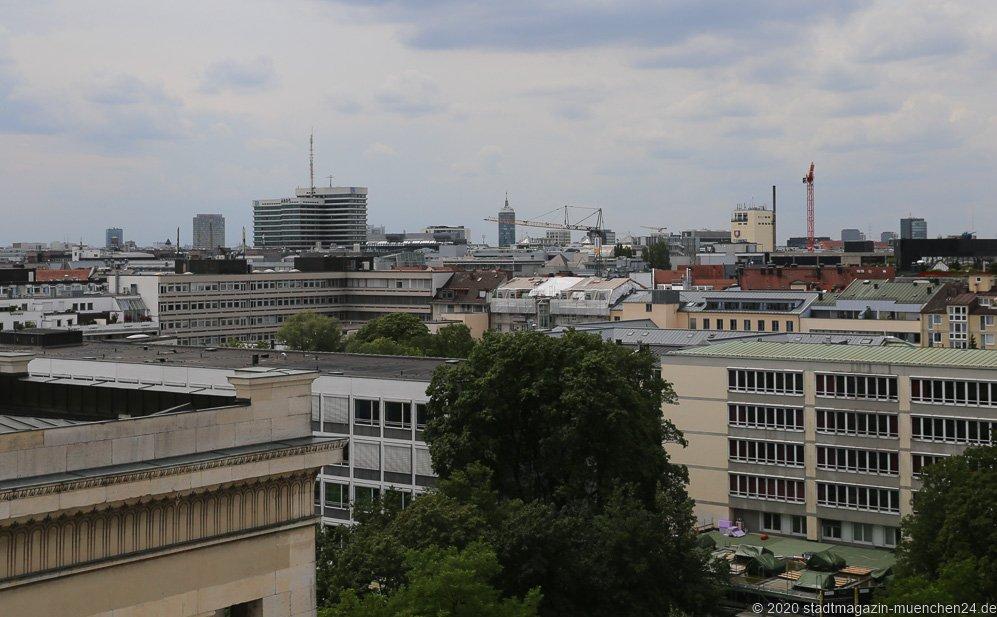 Sommer in der Stadt am Königsplatz in München 2020