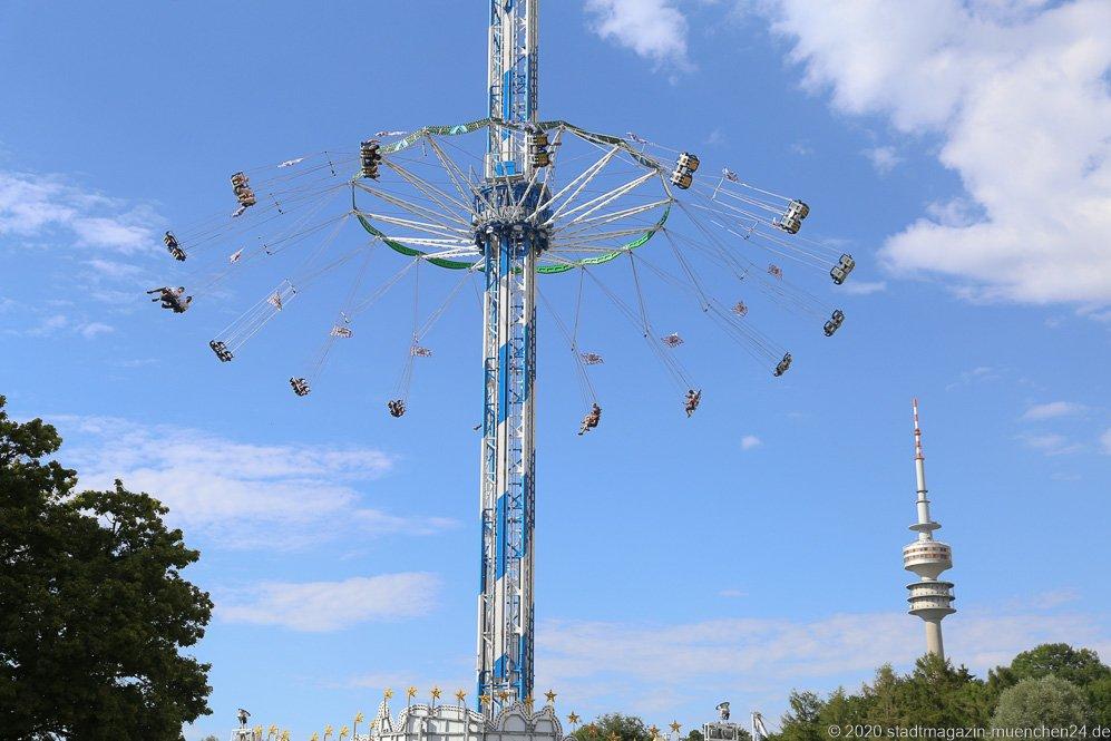 Bayern-Tower, Sommer in der Stadt auf dem Tollwoodgelände im Olympiapark in München 2020