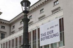 Residenztheater München, Beflaggung zum Tag der Befreiung von München vor 75 Jahren  2020