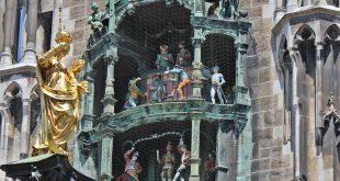 Glockenspiel mit Mariensäule Rathaus München