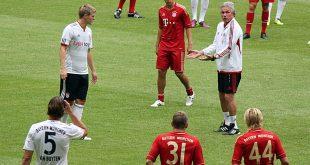 Archivbild Jupp Heynckes beim Trainingsauftakt 2011 FC Bayern München