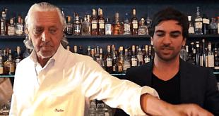 Charles Schumann assistiert dem Schauspieler Elyas M'Barek beim Mixen eines Cocktails Archivbild 2013