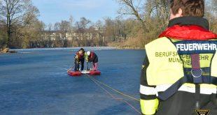 Auf Kleinhesseloher See in Eis eingebrochen - Englischer Garten München Quelle Foto Feuerwehr München