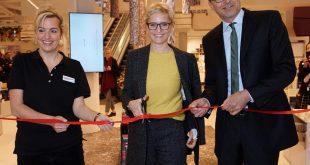 Die Filialleitung Cordula Schuster-Wolff sowie Nina und Maximilian Hugendubel eröffnen den neuen Stachus Quelle Foto Hugendubel