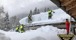Hilfseinsatz der Münchner Feuerwehr in Berchtesgaden - Hilfe beim Schneeschaufeln Quelle Foto Berufsfeuerwehr München