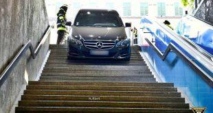 Mercedesfahrer verwechselt in München U-Bahntreppe mit Tiefgaragenzufahrt