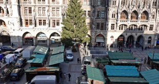 Aufbau Christkindlmarkt Marienplatz München
