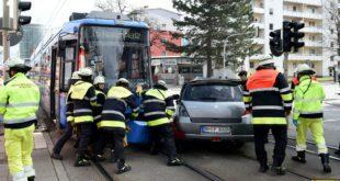 Unfall mit Tram in der Arnulfstraße