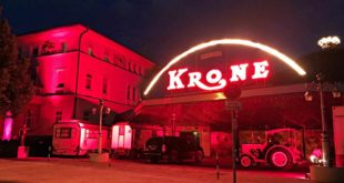 Circus Krone in Rot