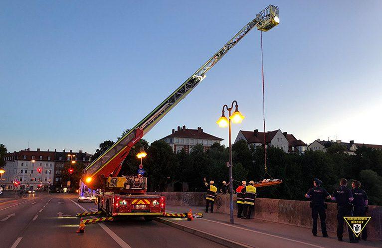 18-Jähriger stürzt von Wittelsbacher Brücke