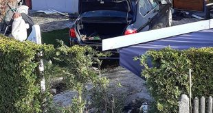 75-Jähriger fährt bei Verkehrsunfall in München Untermenzing in Hausmauer