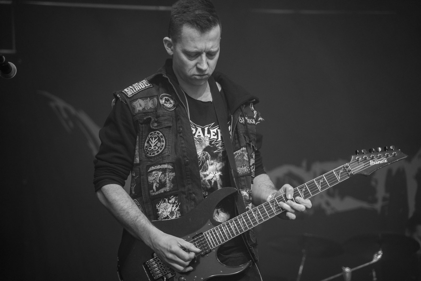 Concert Photography: Anders Molin from Electric Hellride making a sound check at Hammer Smashed Face in Frederikshavn, 2019