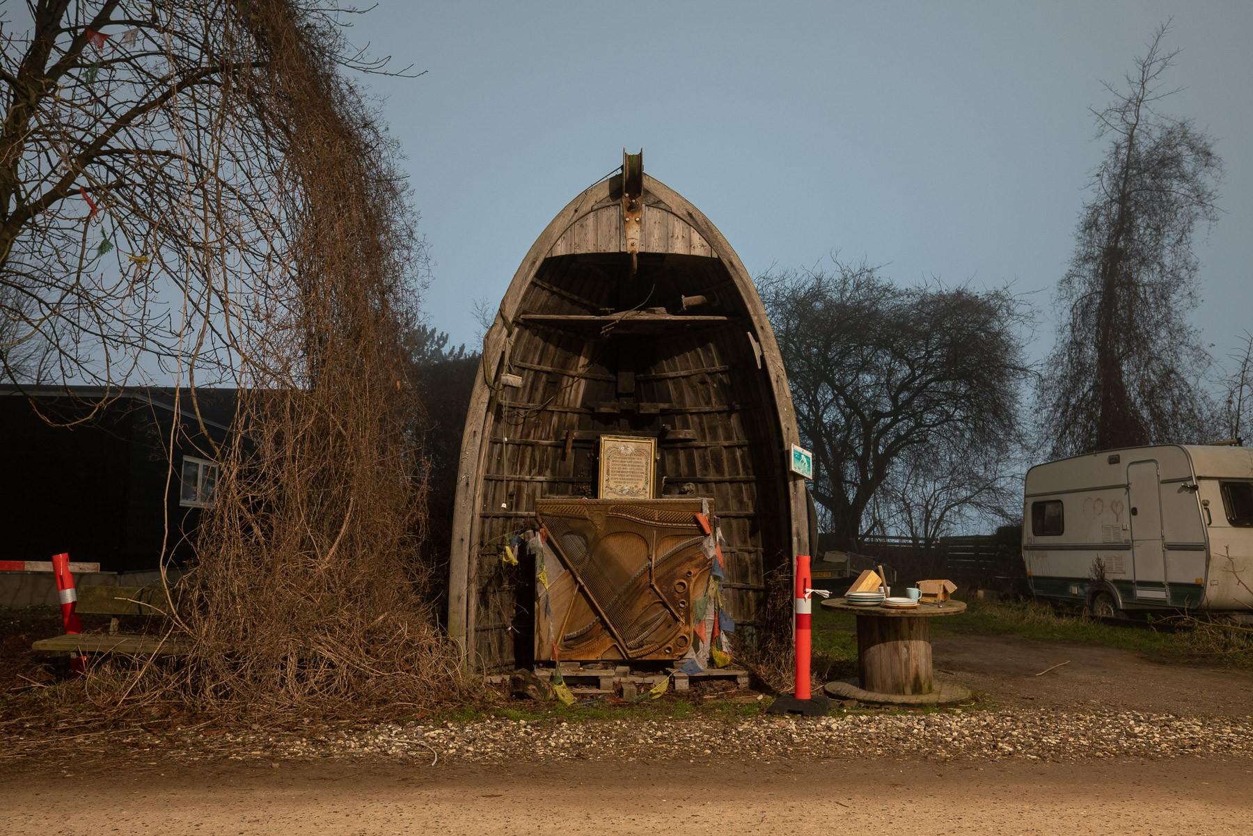 Nokken - Et lille tempel lavet af en halv båd