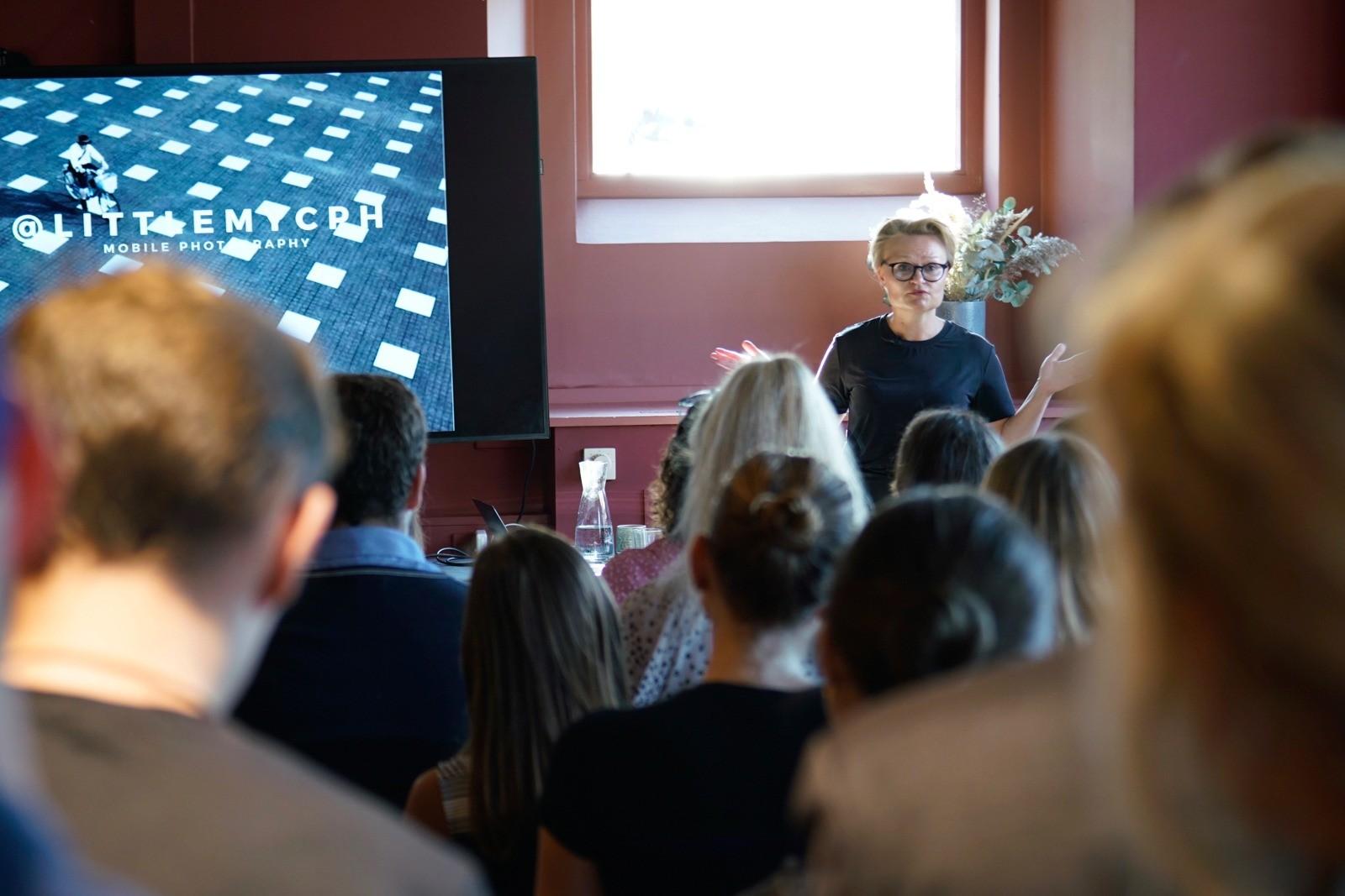Event fotografering: Mette Willert - dagens taler - skudt med Lomography Neptune
