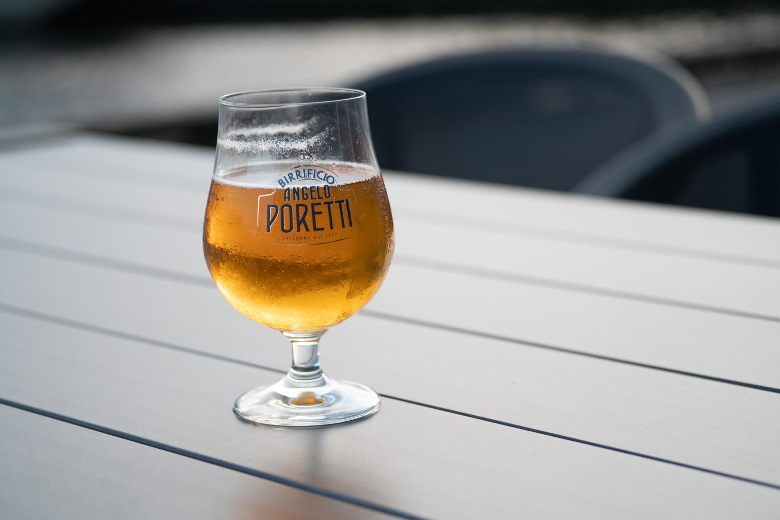 Poretti, en dejlig øl - taget med Lomography Neptune objektiv