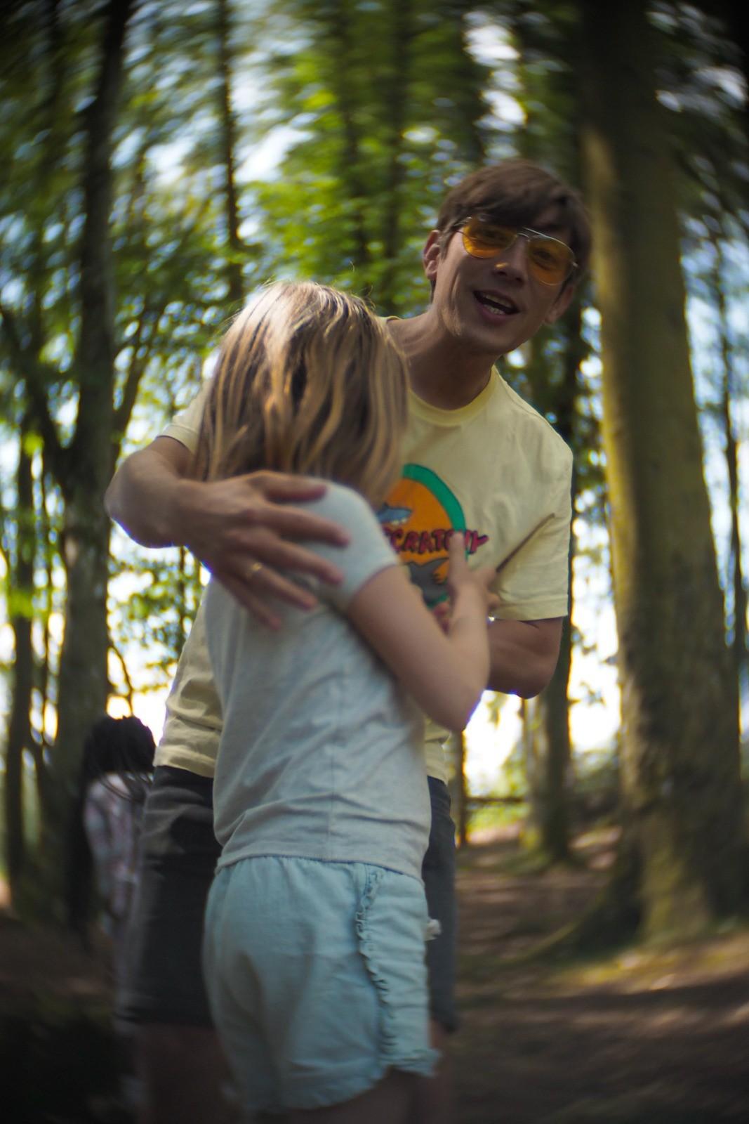 I skoven med Mikka, Bornholm, fotograferet med et SLR Magic Toy Lens