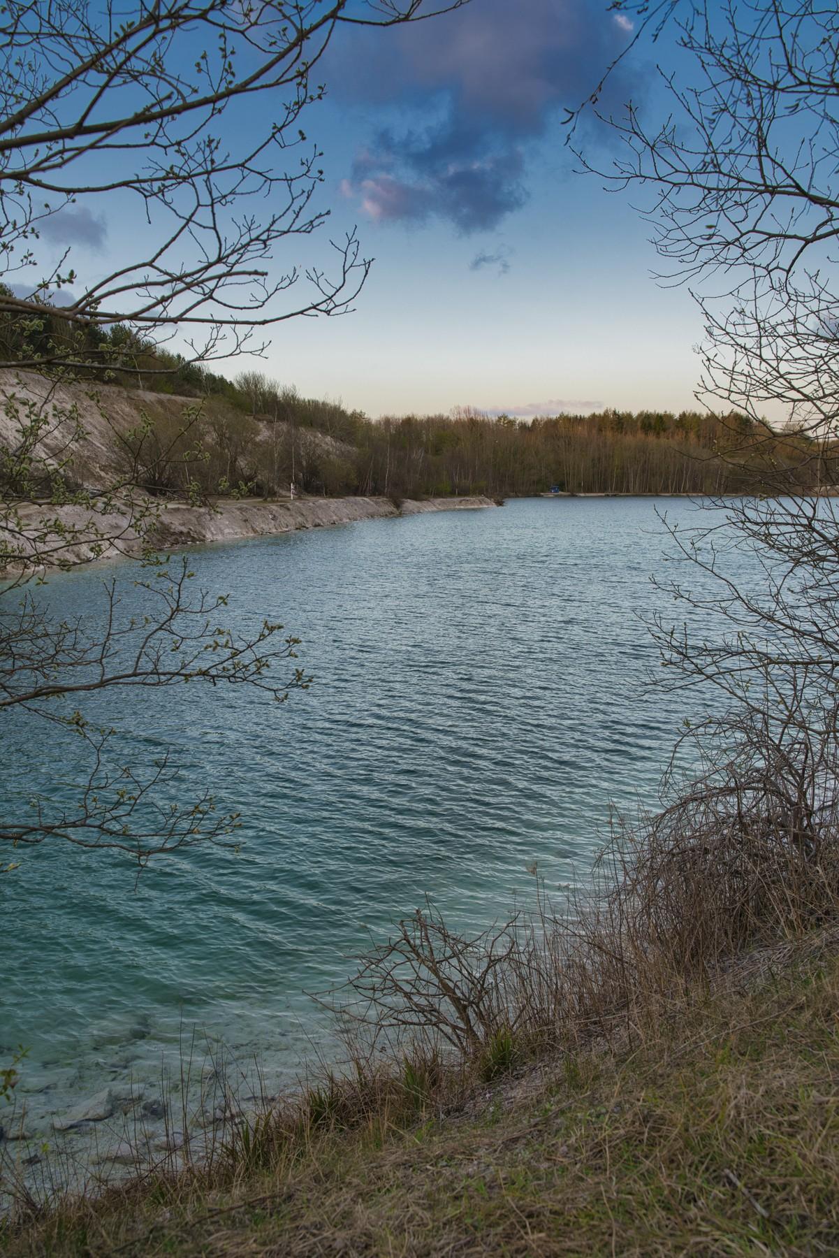 Karlstrup Kalkgrav og det indbydende, azurblå vand