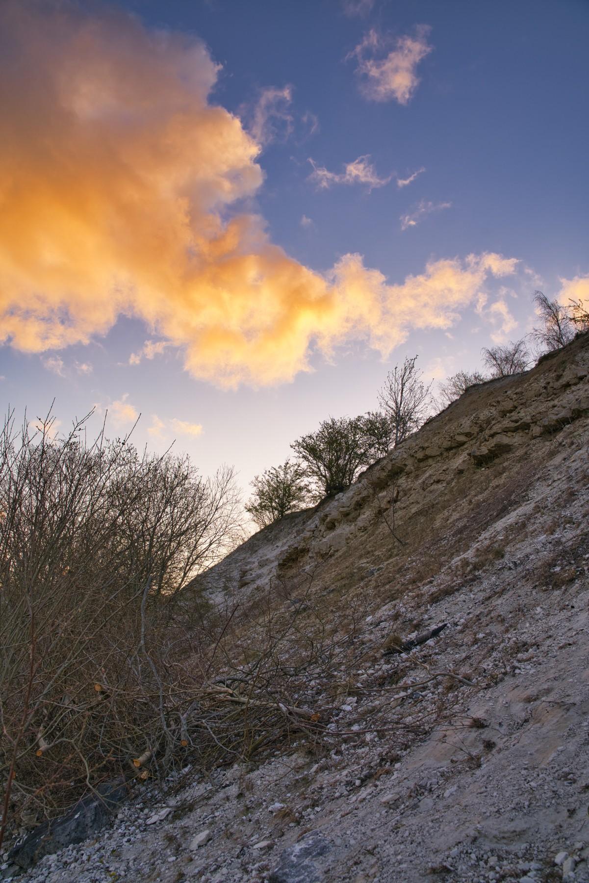 Solen luner kalkgraven