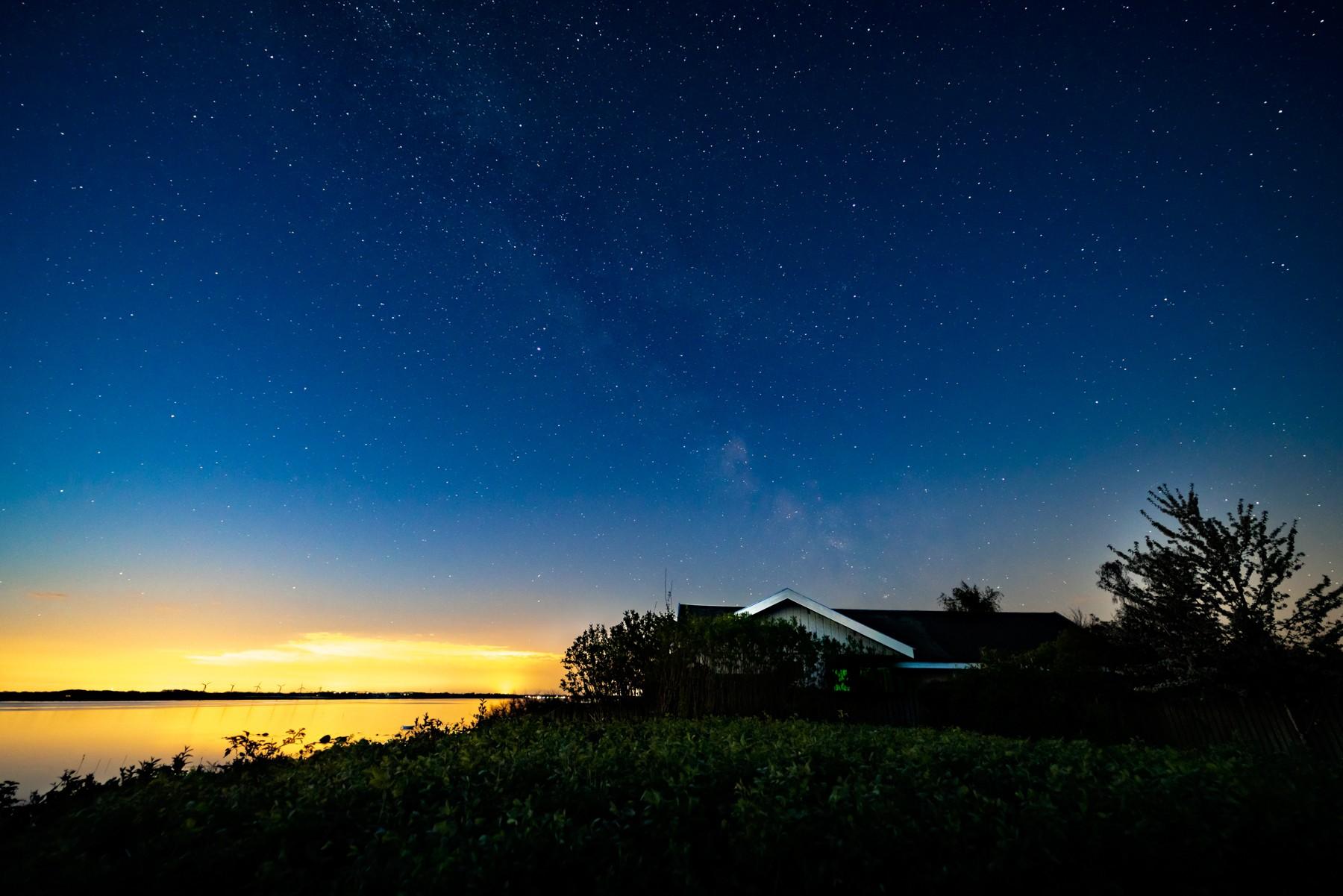 Mælkevejen over Løserup Strand viger for solopgangen