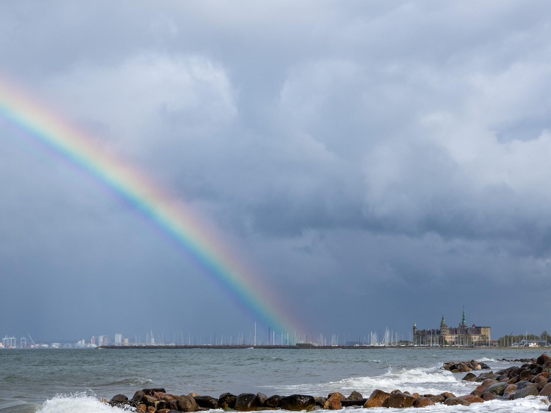 Regnbuen ender ved Kronborg