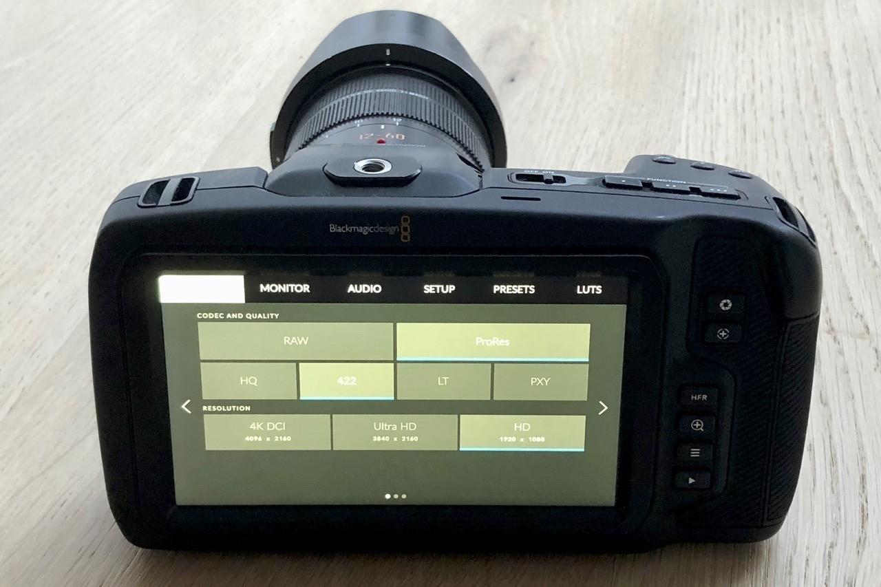 BMPCC4K - Skærmen på bagsiden af Blackmagic Pocket Cinema Camera 4K