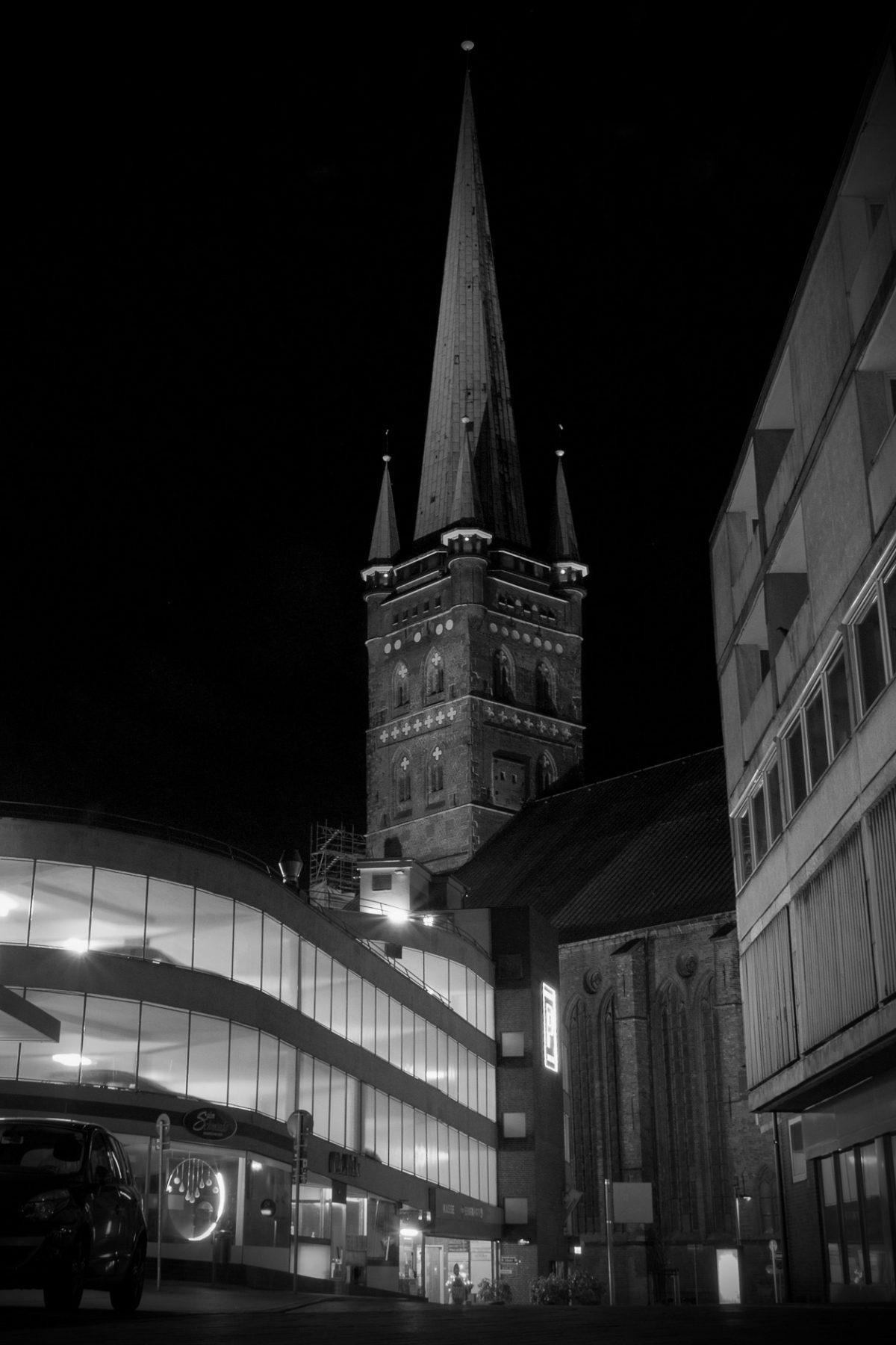 Sankt Peters kirke i Lübeck - natfotografering