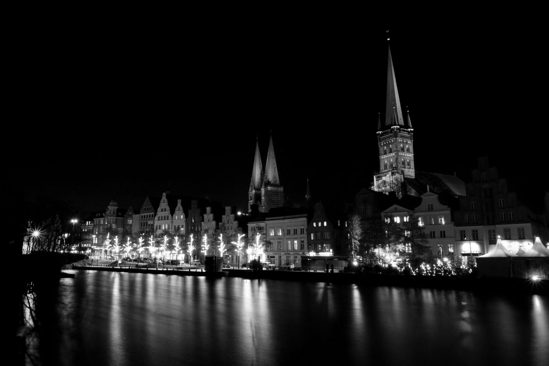 Det gamle centrum i Lübeck - natfotografering