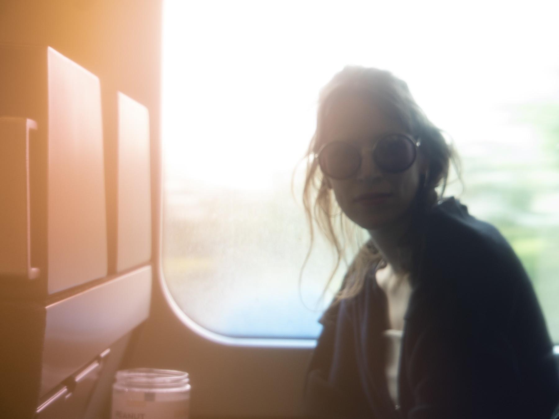 Fotosjov: Farvelader på filtret - Marie ligner lidt en rockstjerne:-)