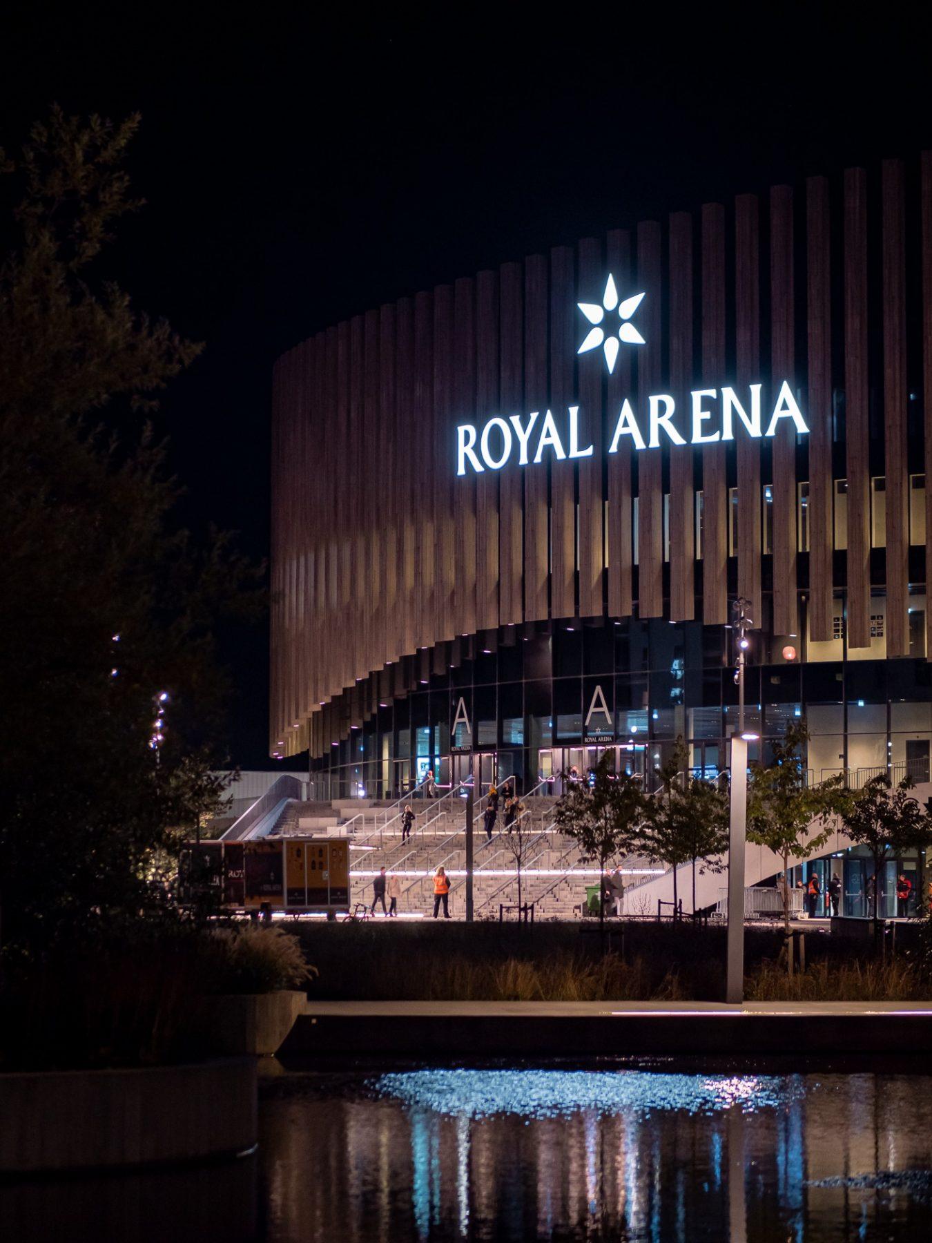 Royal Arena om natten, efterår 2019, af Ørestad fotograf Stefan Grage