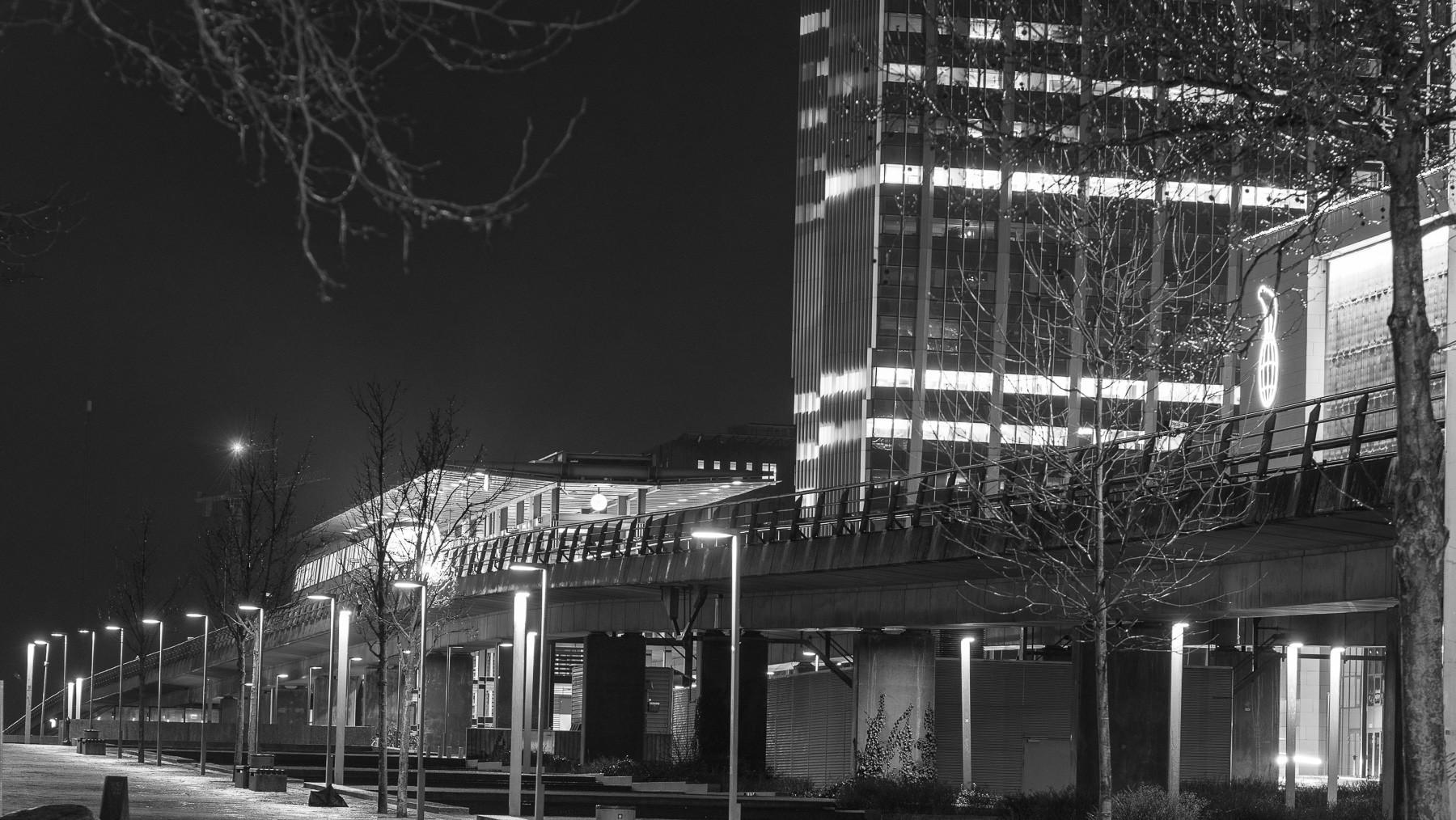 Ørestad metro station om natten