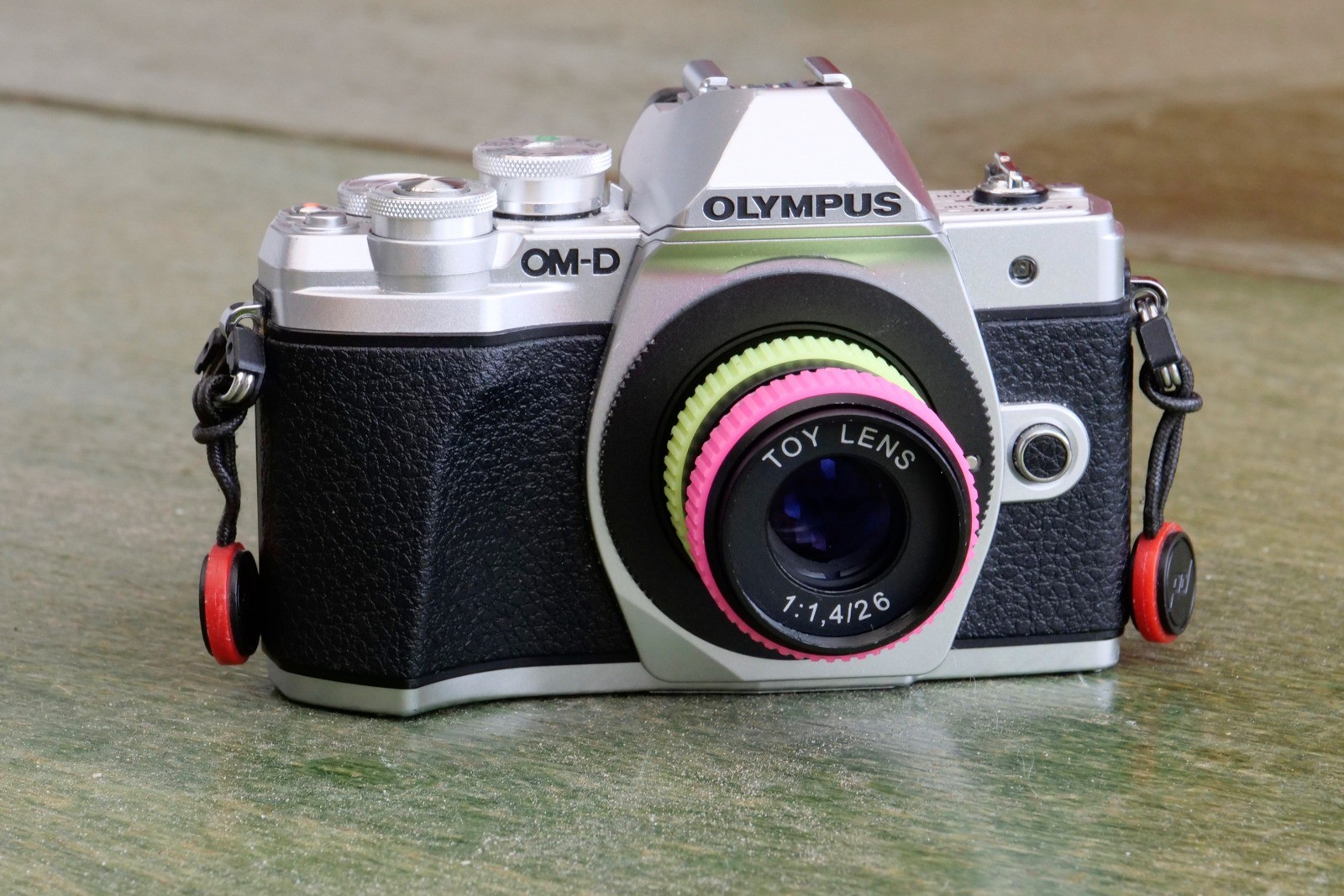 SLR Magic Toy Lens til Micro Four Thirds