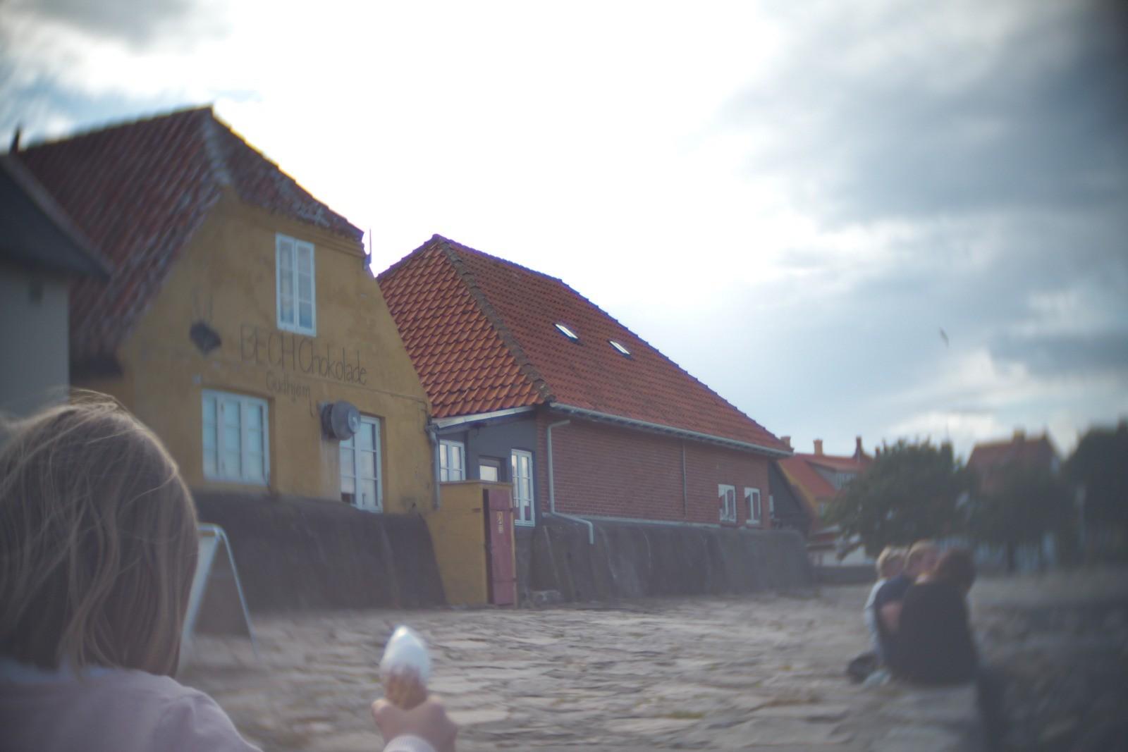 Gudhjem lomo-style, fotograferet med et SLR Magic Toy Lens