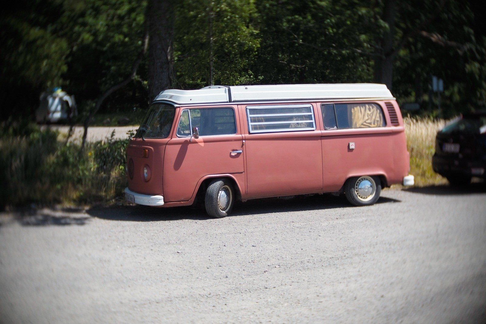 VW mikrobus, fotograferet med et SLR Magic Toy Lens