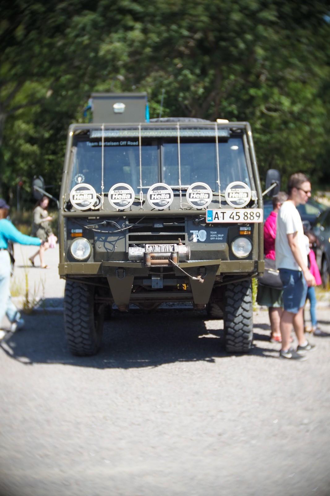 Gammel militærbil, fotograferet med et SLR Magic Toy Lens