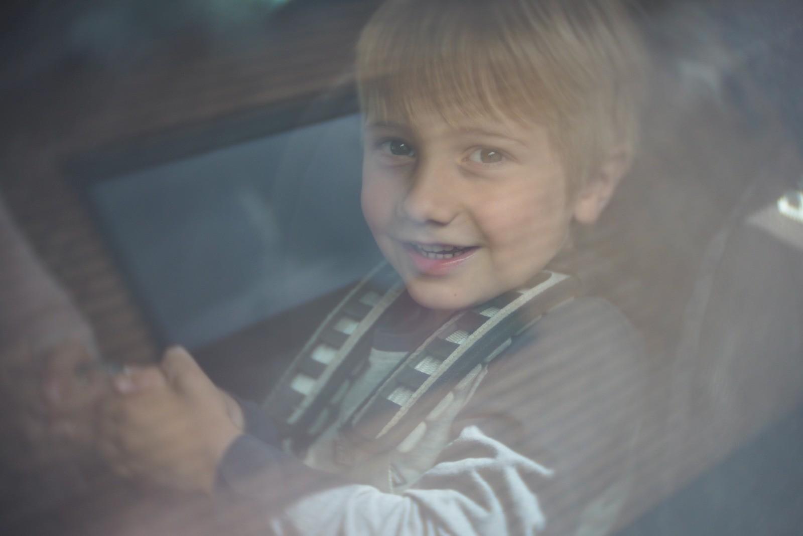Felix fotograferet med et SLR Magic Toy Lens