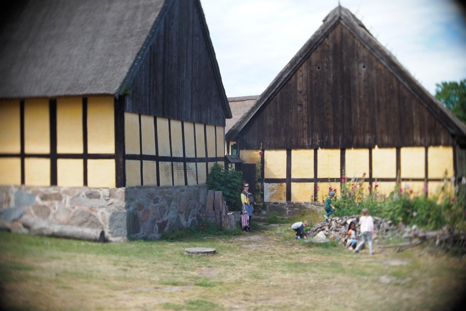 Landbrugsmuseet Melstedgård, Bornholm, fotograferet med et SLR Magic Toy Lens