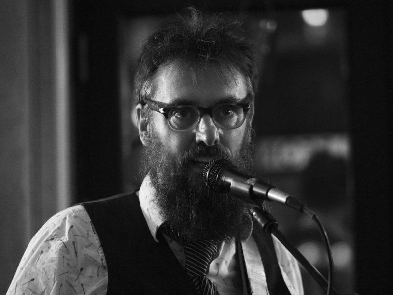 Peter Ulf fra Hund i Snor synger