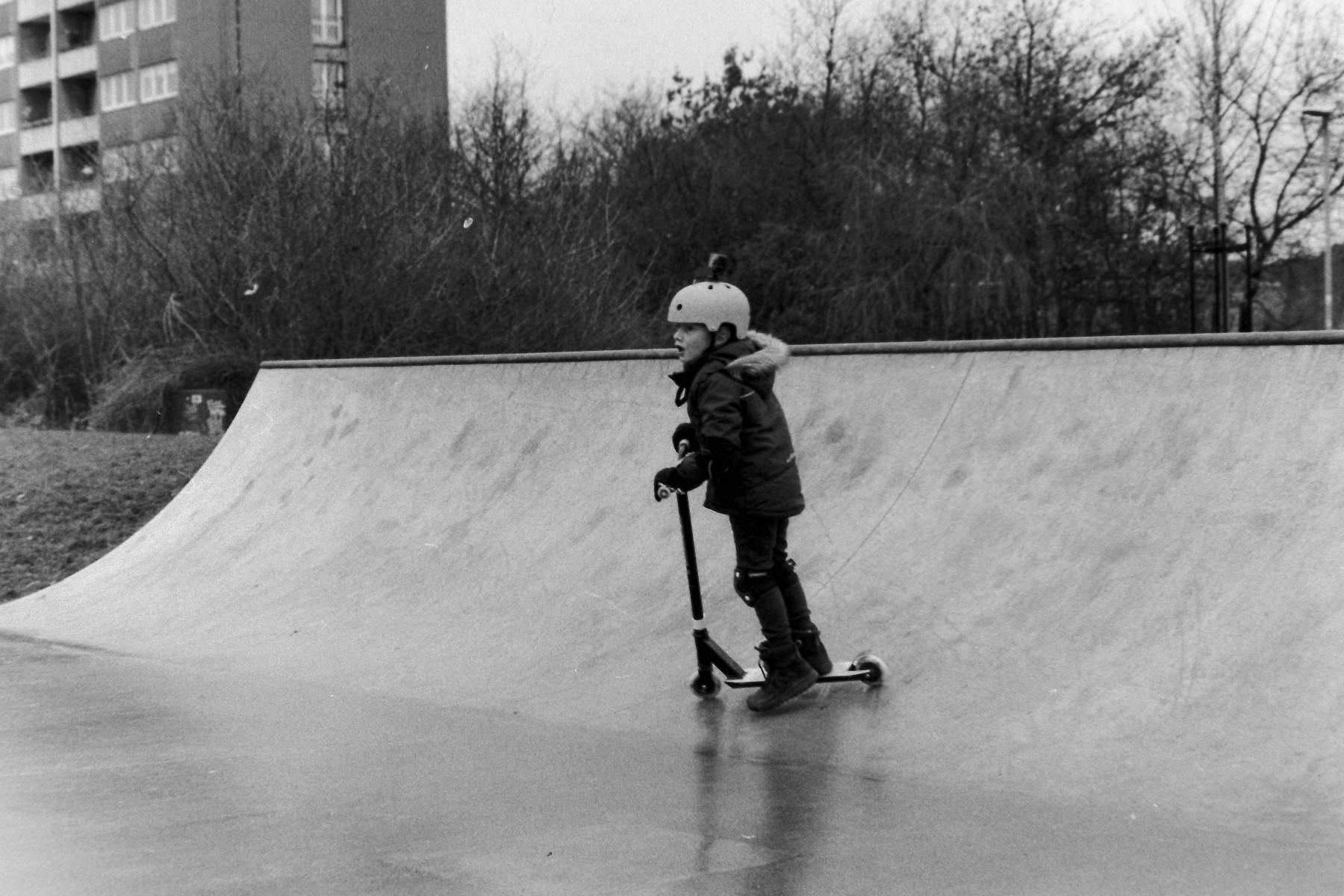 På tur med et Nikkormat FT-2 på skaterbanen i Taarnby