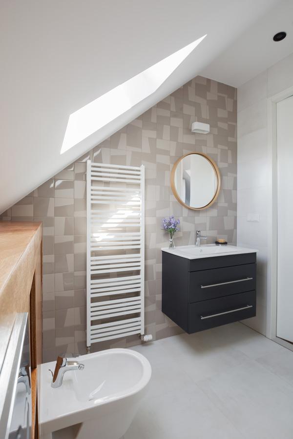 design bathroom attic